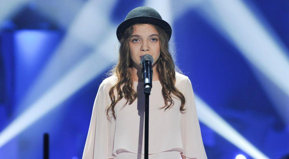 """W programie zaśpiewała liryczną piosenkę """"Tak jak wiatr"""" (fot. Natasza Młudzik/TVP)"""