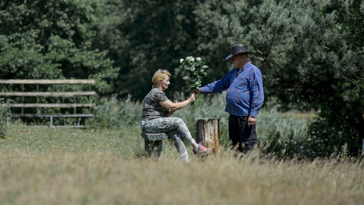 Na szczęście rolnik starał się zrehabilitować w oczach kobiet i przeprosił za swoje zachowanie (fot. TVP)