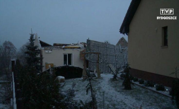Dach i strop domu zostały zmiecione wskutek eksplozji