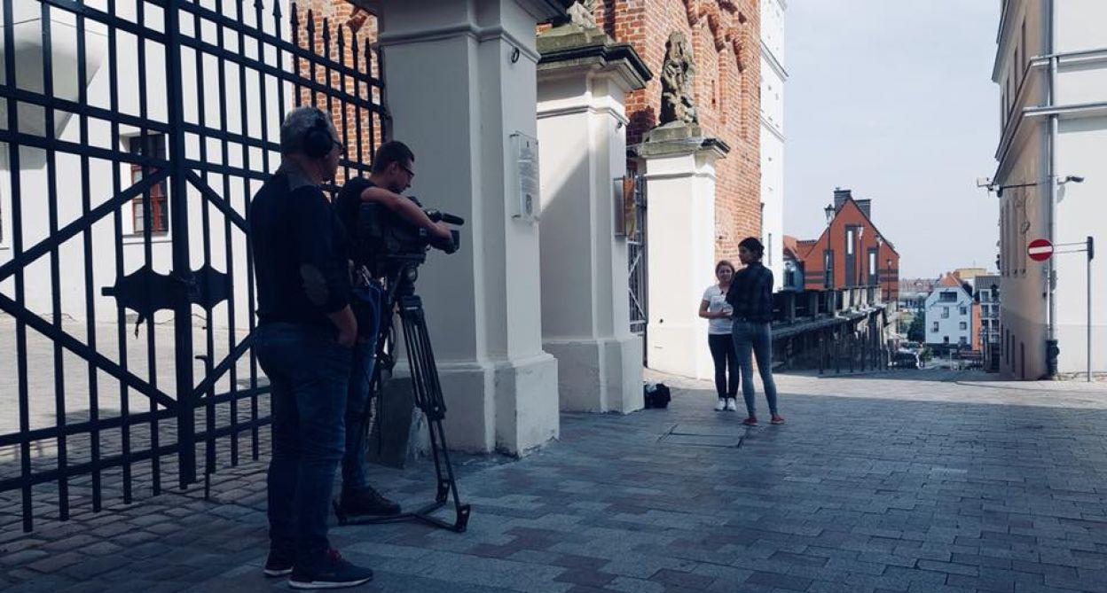 Ekipa programu z rodziną podczas zdjęć w Szczecinie