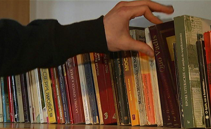 Książki dostępne na szkolnych korytarzach