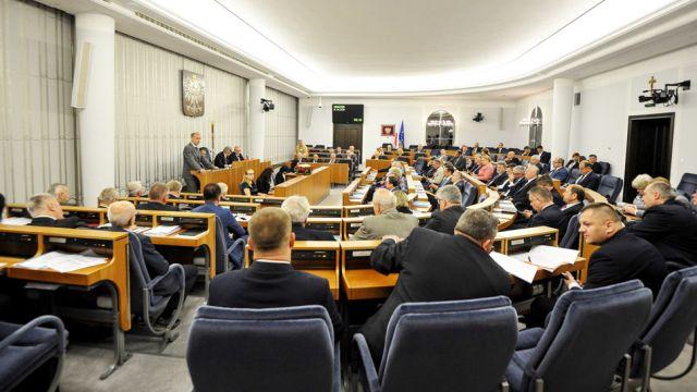 """""""Za sprawą tej ustawy dokonuje się przewrót konstytucyjny"""". Debata w Senacie nad ustawą o SN"""