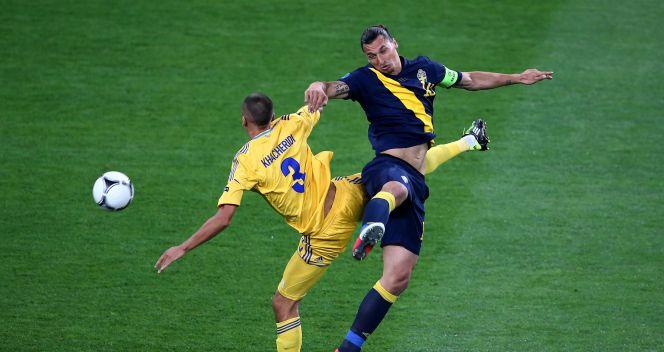 Zlatan Ibrahimović nie miał łatwego życia z obrońcami ukraińskimi (fot. Getty)