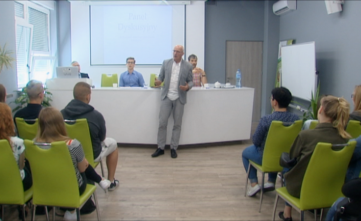 Patriotyczna debata z udziałem uczniów i Jacka Kurzępy