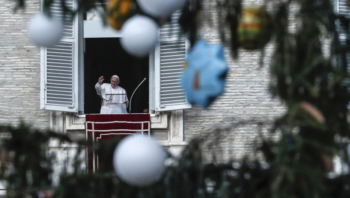 Papiez Franciszek pozdrowił wiernych (fot. PAP/EPA/GIUSEPPE LAMI)