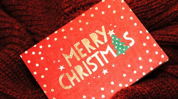 Życzenia świąteczne – wysyłać kartki, SMS-y, czy dzwonić?