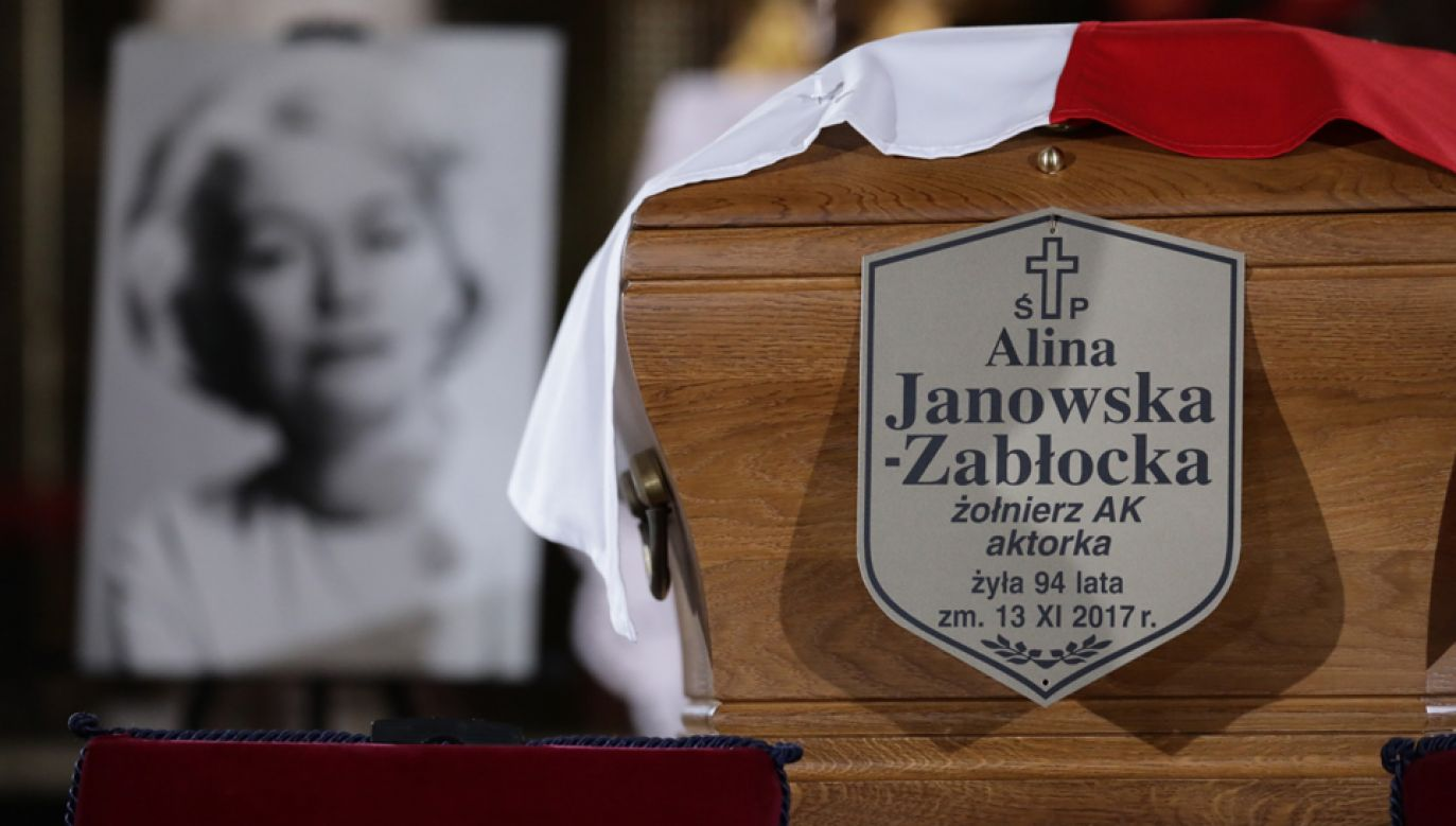 Alina Janowska została pochowana na Cmentarzu Wojskowym na warszawskich Powązkach (PAP/Tomasz Gzell)