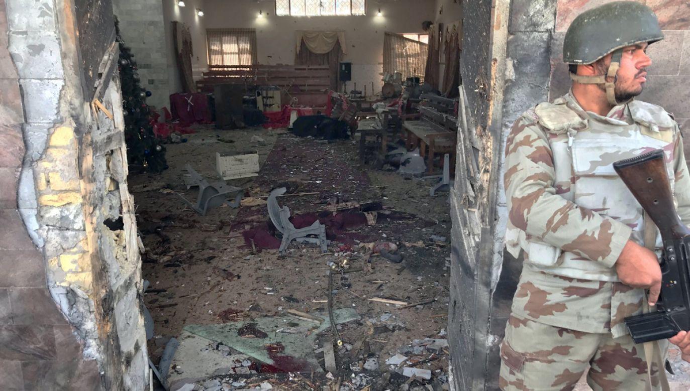 Samobójczy atak na kościół w pakistańskiej Kwecie (fot. PAP/ EPA/JAMAL TARAQAI)