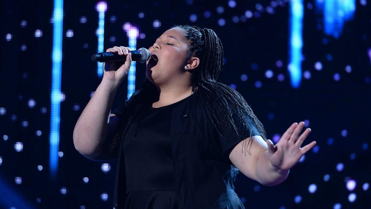 """Wieczór otworzył występ fantastycznej Destiny Chukunyere z Malty, która rok temu zwyciężyła konkurs z piosenką """"Not My Soul"""" (fot. J. Bogacz/TVP)"""