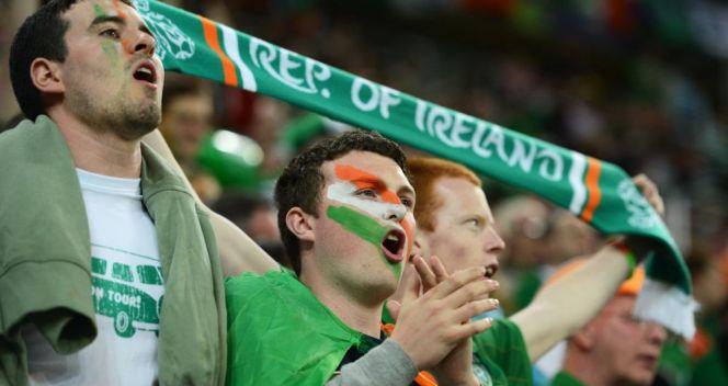 Kibice z Irlandii podczas meczu z Hiszpanią (przy stanie 0:4) chóralnie odśpiewali 10-minutową pieśń (fot. Getty Images)
