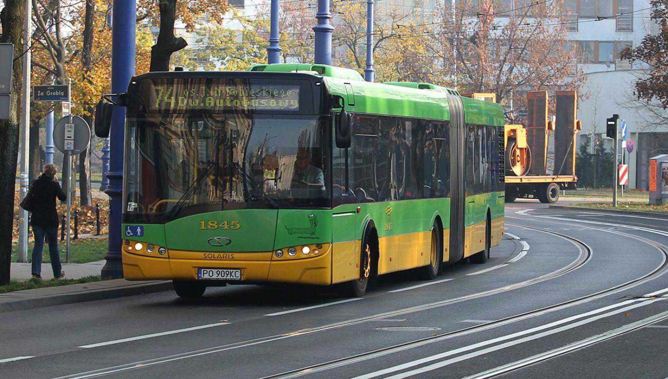 Nietrzeźwy mężczyzna zachowywał się agresywnie w autobusie (fot. arch. PAP/Adam Ciereszko)