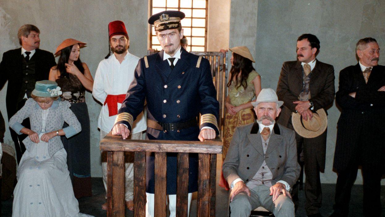 """W 2001 roku Olgierd Łukaszewicz wystąpił w spektaklu Teatru Telewizji """"Lord Jim"""" w reżyserii Laco Adamika (fot. TVP)"""