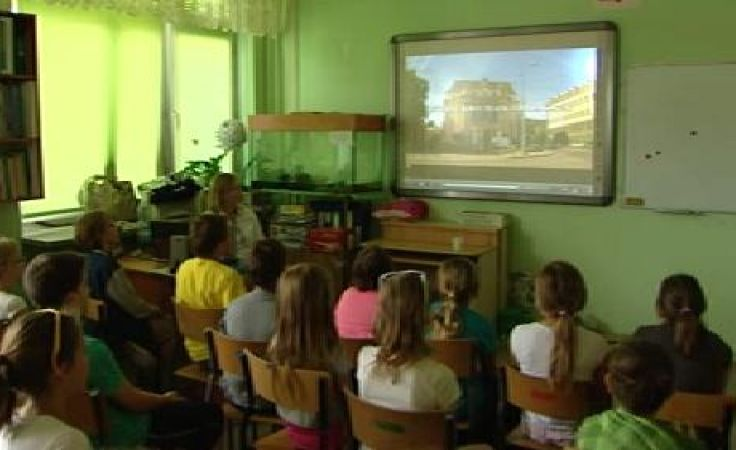 Tym razem swój spektakl dla uczniów w całym kraju wystawili aktorzy wrocławskiego Teatru Lalek.