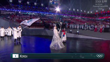 Ceremonia otwarcia: dwoje chorążych, wspólna flaga Korei