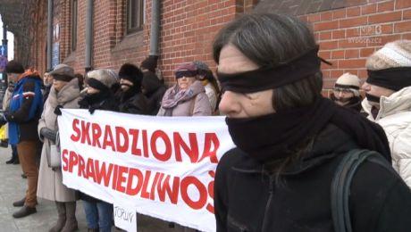 Niemy protest przeciw zmianom w wymiarze sprawiedliwości