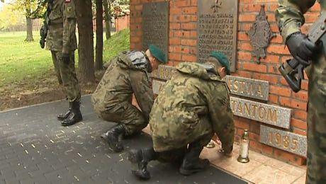 Zapalili znicz ku pamięci żołnierzy poległych we wrześniu'39