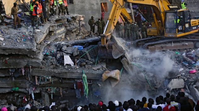 Do zawalenia budynku doszło w czasie ulewnych deszczów (fot. PAP/EPA/DANIEL IRUNGU)