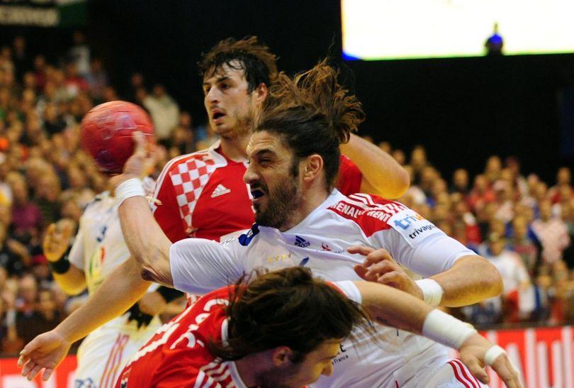 Chorwacka defensywa miała kłopoty z zatrzymaniem Guillaume Gille (fot.PAP/EPA)
