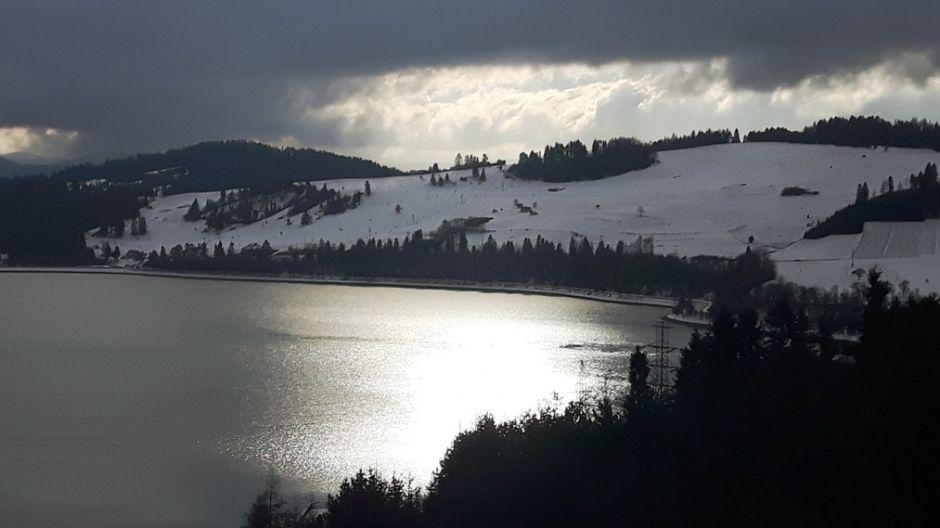 Widok z zapory na stok Polana Sosny w Niedzicy (fot. mmas)