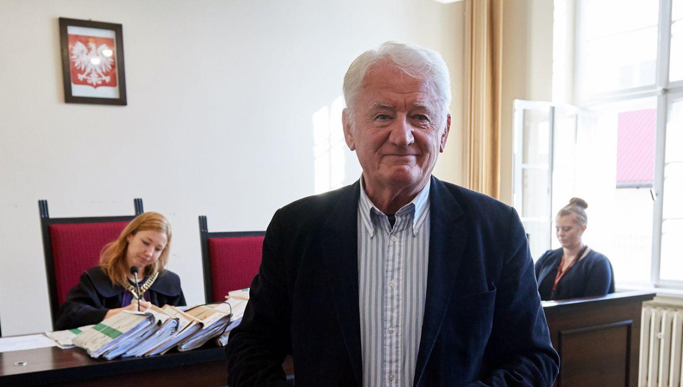 Krzysztof Wyszkowski podczas rozprawy w procesie o naruszenie dóbr osobistych, z powództwa Lecha Wałęsy (fot. arch. PAP/ Adam Warżawa)