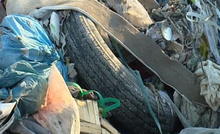 Mieszkańcy odkryli śmieci i zmusili do ich uprzątnięcia