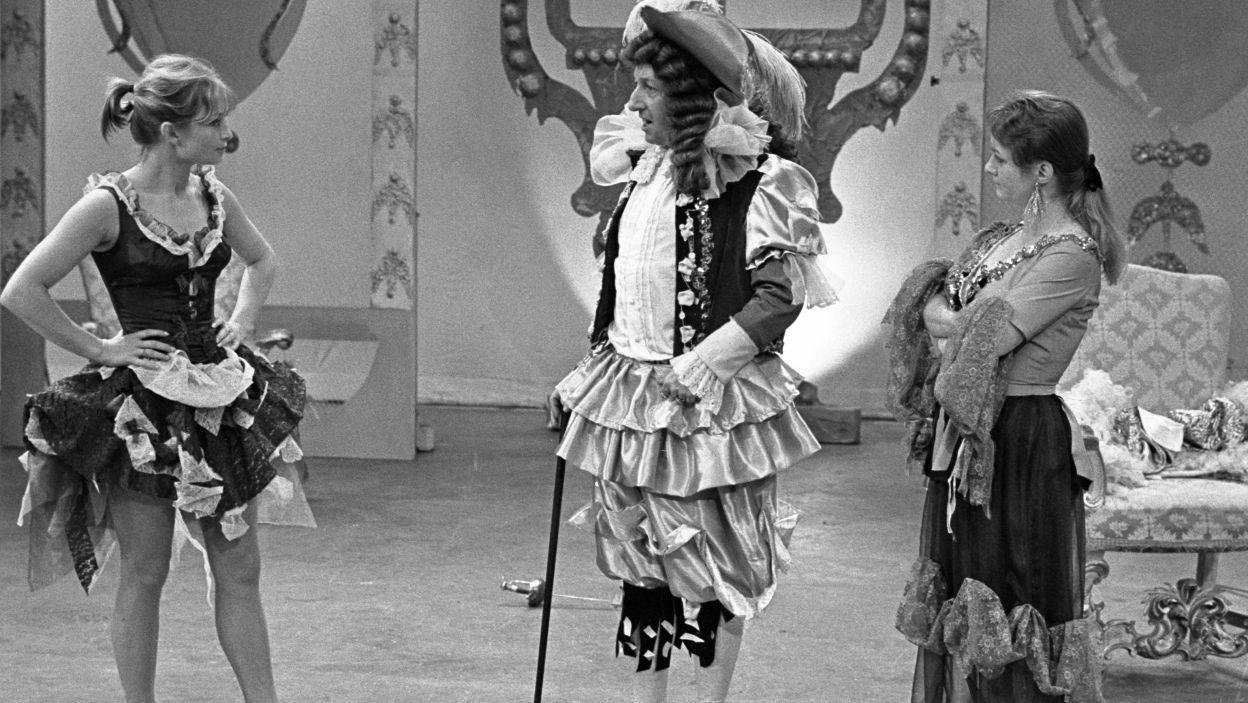 """W sztuce """"Mieszczanin szlachcicem"""" w reż. Jerzego Gruzy, wystąpiła obok Magdaleny Zawadzkiej i Bogumiła Kobieli (fot.TVP)"""
