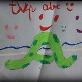 Maja Michalska (7,5 roku) namalowała: Anakondę,
