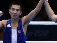 Reprezentant Mongolii nadal liczy się w walce o złoto w wadze muszej (fot. PAP/EPA)