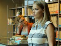 Tymczasem w  bibliotece Iga zarzuca sidła na Patrycję (fot. O. Grochowska)