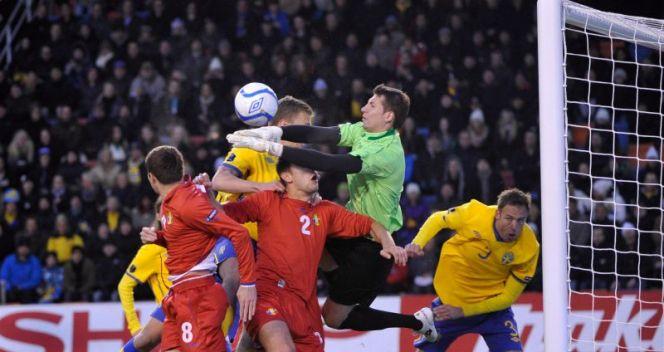 Piłkarze Szwecji i Mołdawii podczas meczu grupy E (fot. PAP/EPA)