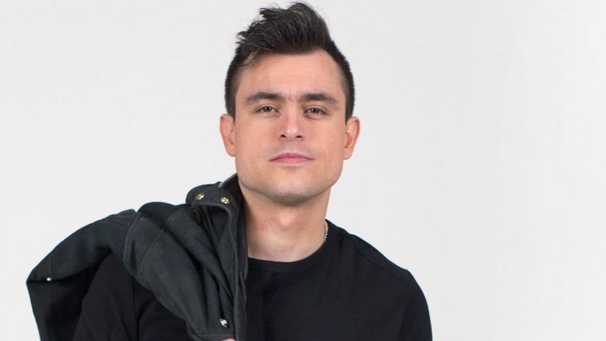 """Omar Naber, Słowienia, muzyką zajmuje się od 16. roku życia. Na Eurowizji wykona piosenkę """"On My Way"""" (fot. Eurovision.tv)"""