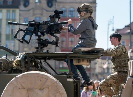 Wrocław: piknik NATO w sercu miasta