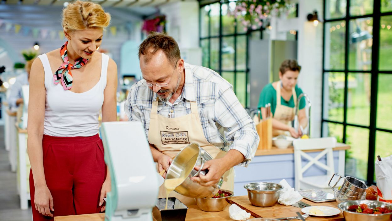Tomek chce wszystkich zaskoczyć, a Kasia już czeka na jego śniadanie (fot. TVP)