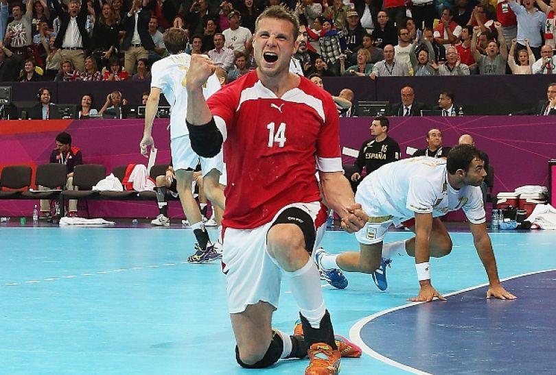 Michael Knudsen (Dania) cieszy się po zdobyciu gola w meczu przeciwko Hiszpanii (fot. Getty Images)