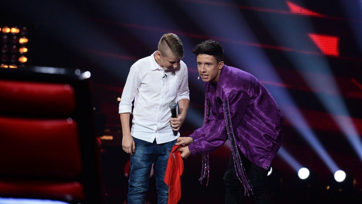 Kamil Kiljan łączy dwie pasje: futbol i śpiew. Po występie postawi chyba na to drugie, bo dołączył do drużyny Dawida (fot. TVP)