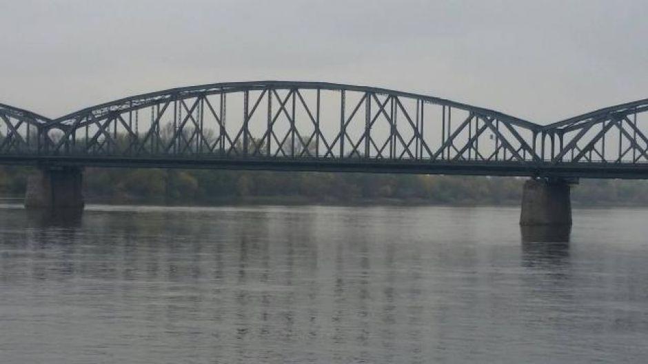Wisła w okolicy mostu drogowego w Toruniu (fot. Jarosław Pająkowski)