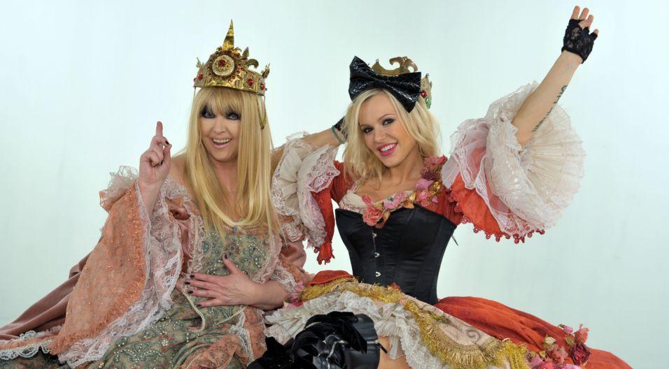Piosenkarka nie boi się nowych wyzwań – w 2009 roku zaśpiewała w duecie z popową piosenkarką Dodą (fot. TVP)