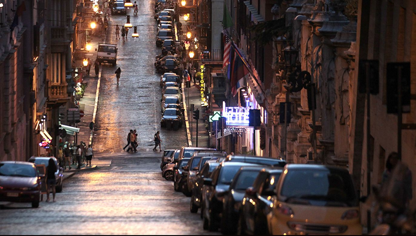 Zaparkowanie w wielu włoskich miastach graniczy z cudem (fot.REUTERS/Stefano Rellandini)