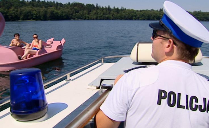 Policjancji z alkomatem patrolują plaże i ich okolice