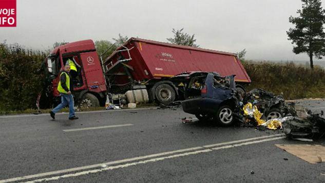 Tragiczny wypadek zablokował całkowicie trasę pomiędzy Bogatynią a Zgorzelcem (fot. Twoje Info)