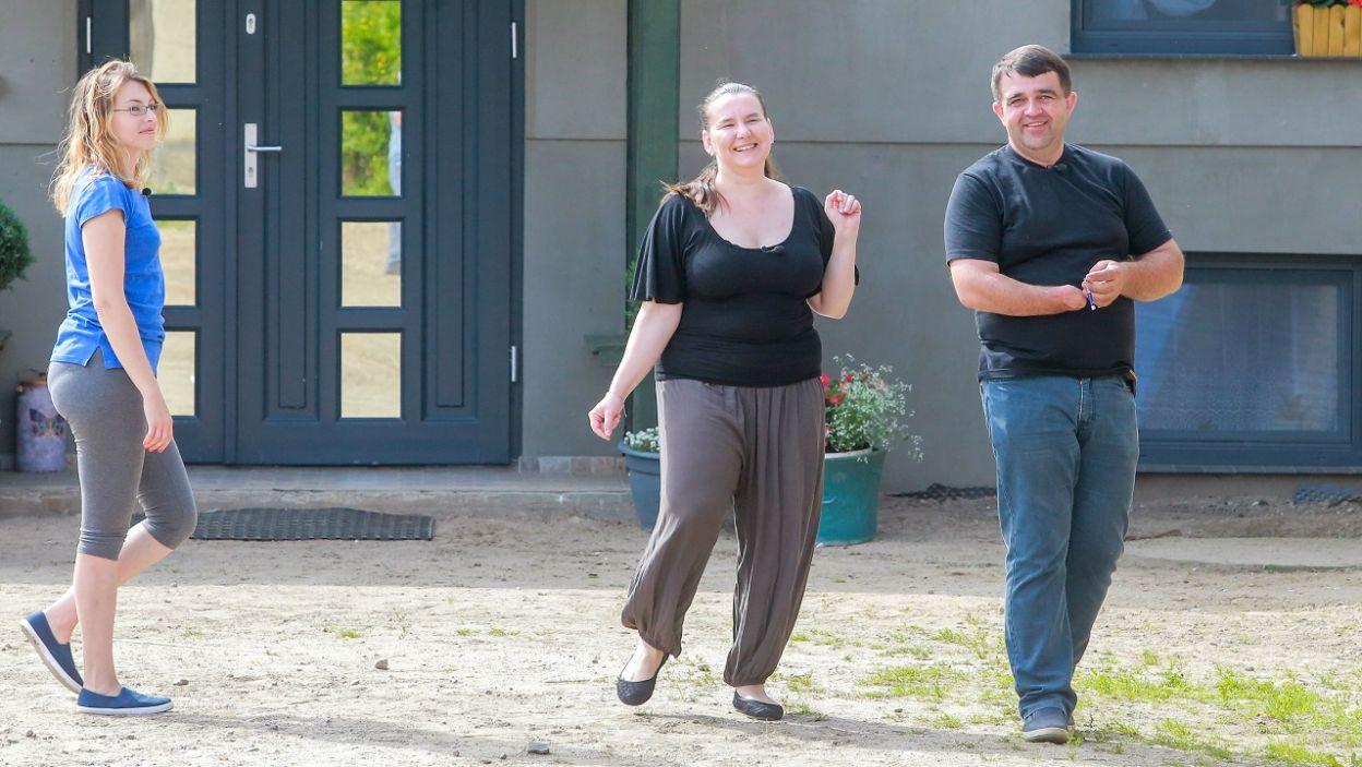 Iwona i Ewa są podekscytowane. Nie wiedzą, co przygotował dla nich Zbigniew (fot. TVP)