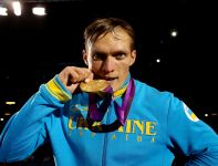 Usyk ze złotym medalem (fot. Getty Images)