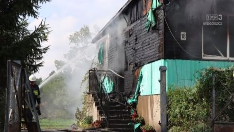 Trzy zastępy strażaków gasiły pożar domku w Michelinie (fot. www.q4.com.pl)