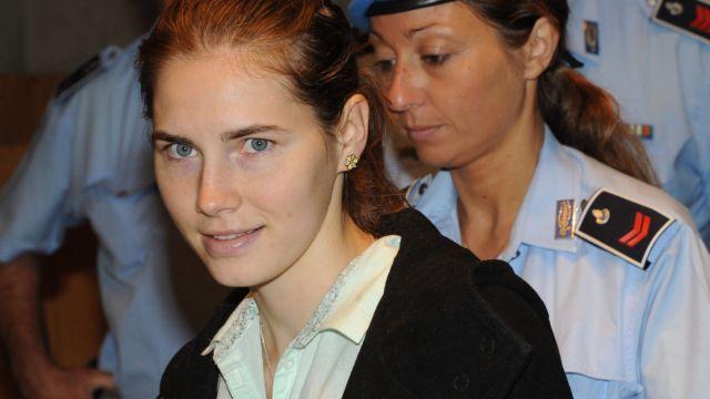 Amanda Knox  uniewinniona od zarzutu zabójstwa. Skazana za pomówienie