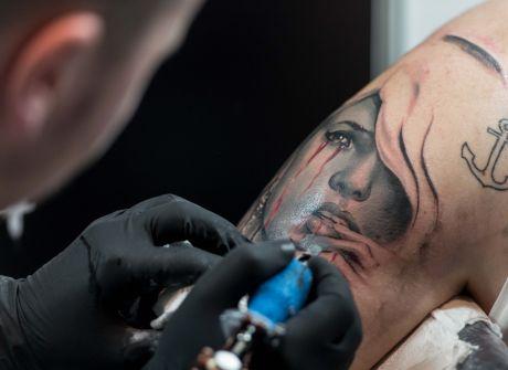 Dzieła na ciele na Festiwalu Tatuażu
