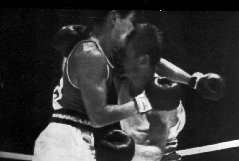 Bokser Józef Grudzień w 1964 roku zdobył złoto w Tokio w wadze lekkiej (fot. PAP)