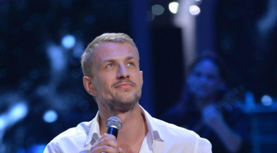 """Maciej Pintscher zaśpiewał hit """"Na odległość"""" (fot. I. Sobieszczuk/TVP)"""