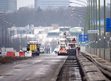 Zdejmowanie nawierzchni na moście Łazienkowskim