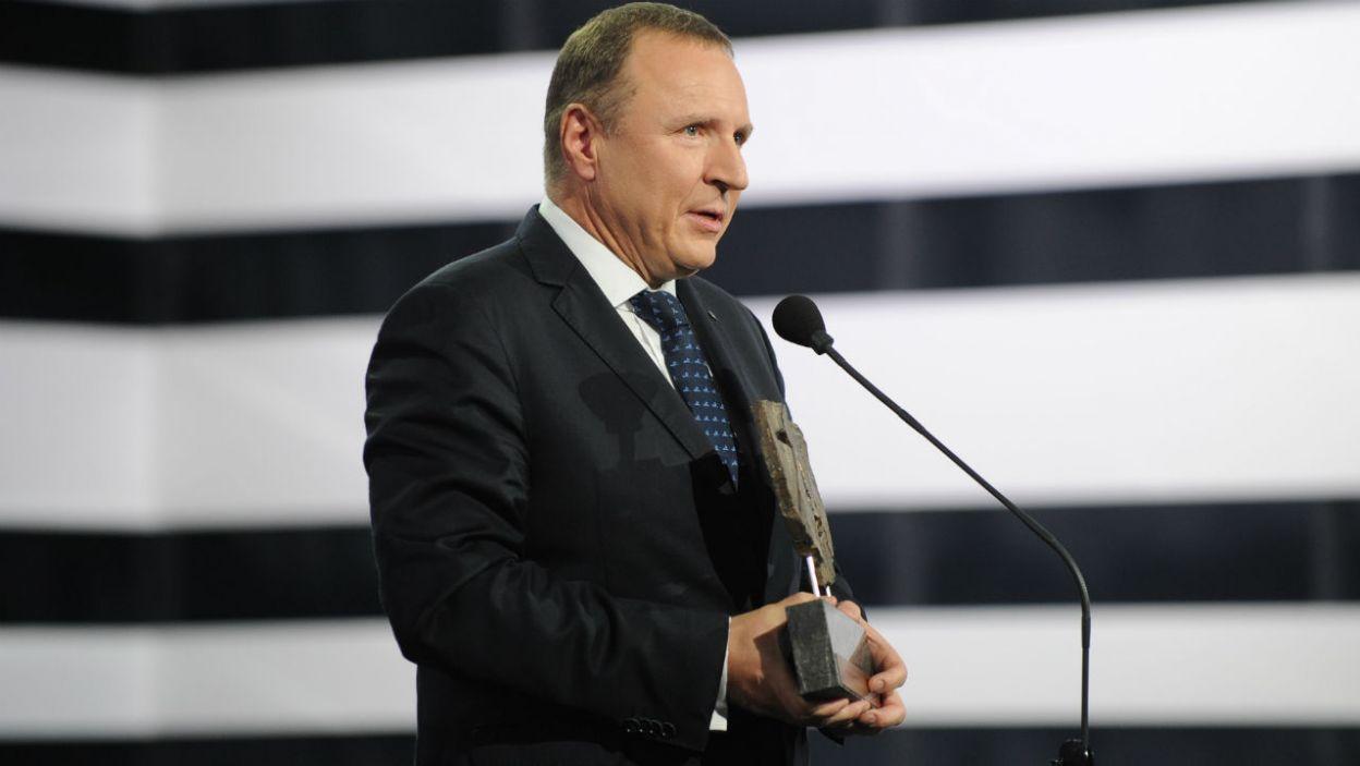 Prezes Telewizji Polskiej Jacek Kurski wręczył Grand Prix za najlepszy spektakl Teatru Telewizji (fot. N. Mudzik/TVP)