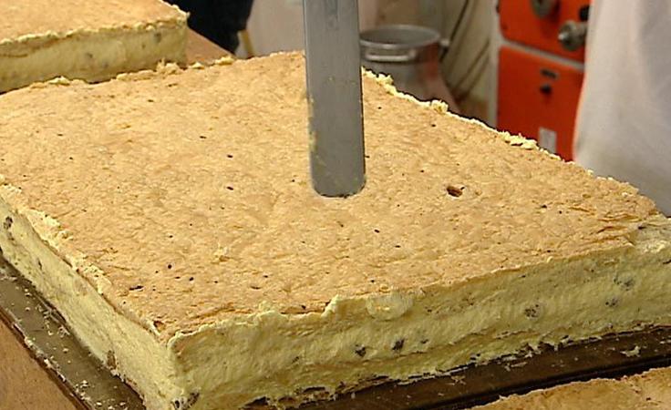 Rzeszowscy cukiernicy pieką papieską kremówkę